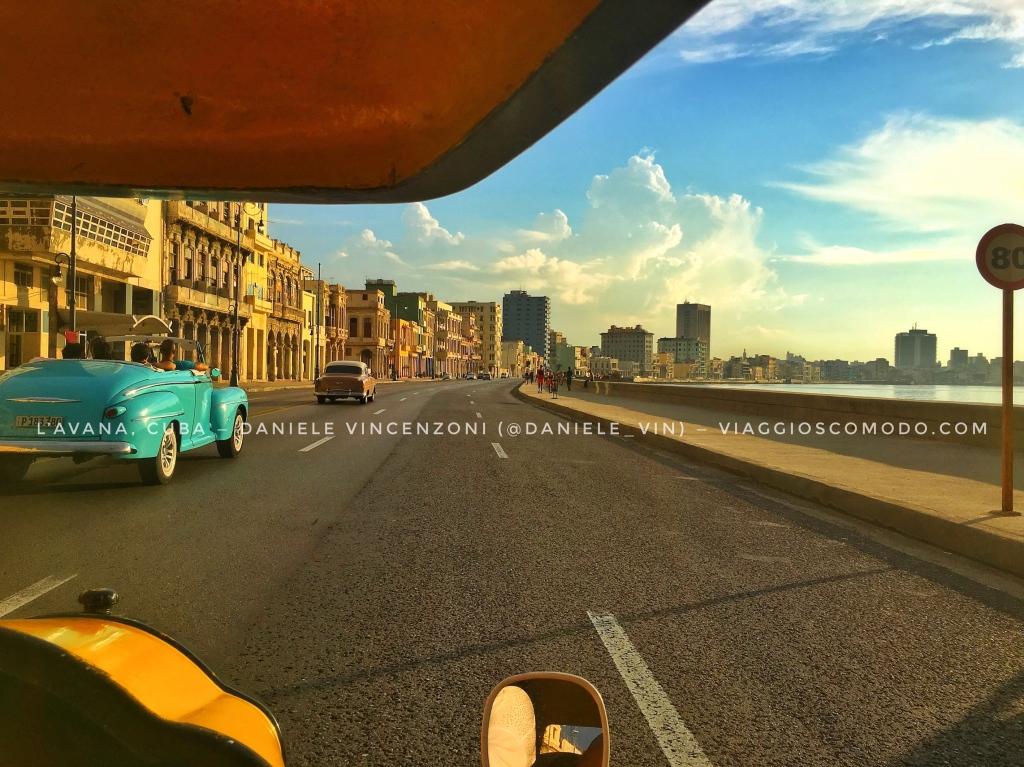 Una corsa in coco-taxi lungo il Malecón è d'obbligo, quando si visita L'Avana